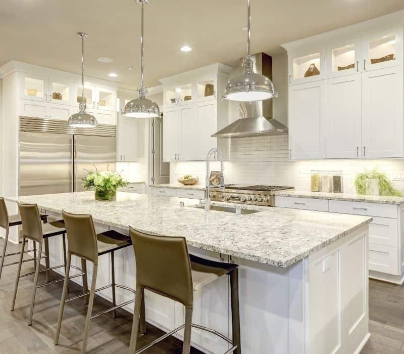 תמונה של מטבח מעוצב בצבע לבן מיוחד